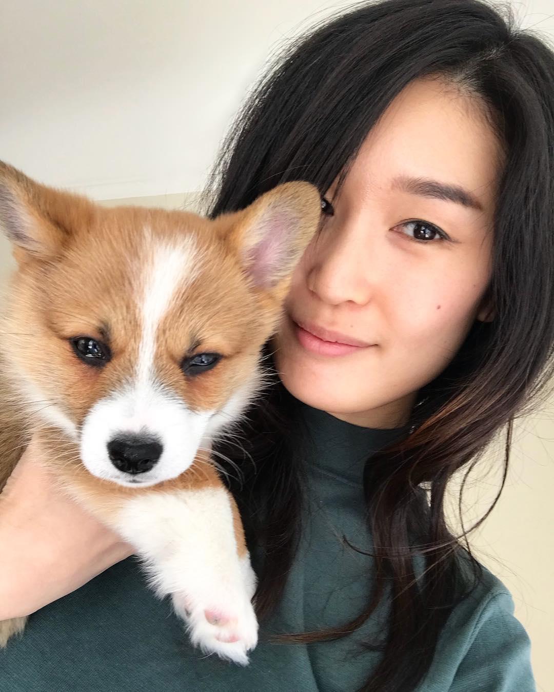 シャーロット・チョーと愛犬