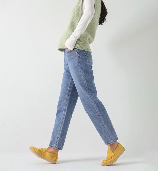 黄色のローファーを使った韓国ファッション