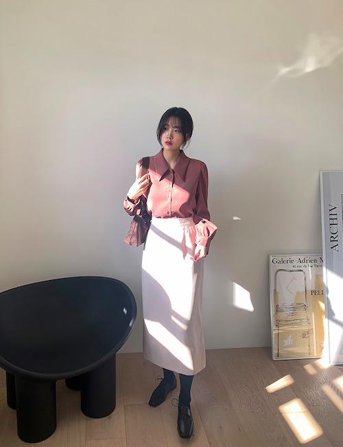 スカートをローファーの韓国コーデ