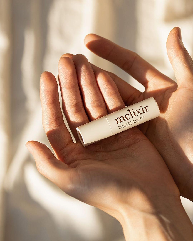 melixir(メリクサー)のヴィーガンリップバターで保湿ケア