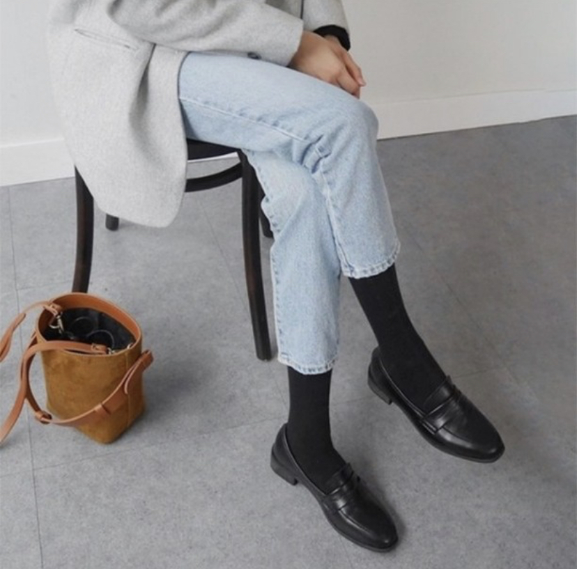 ローファーを取り入れた韓国ファッション