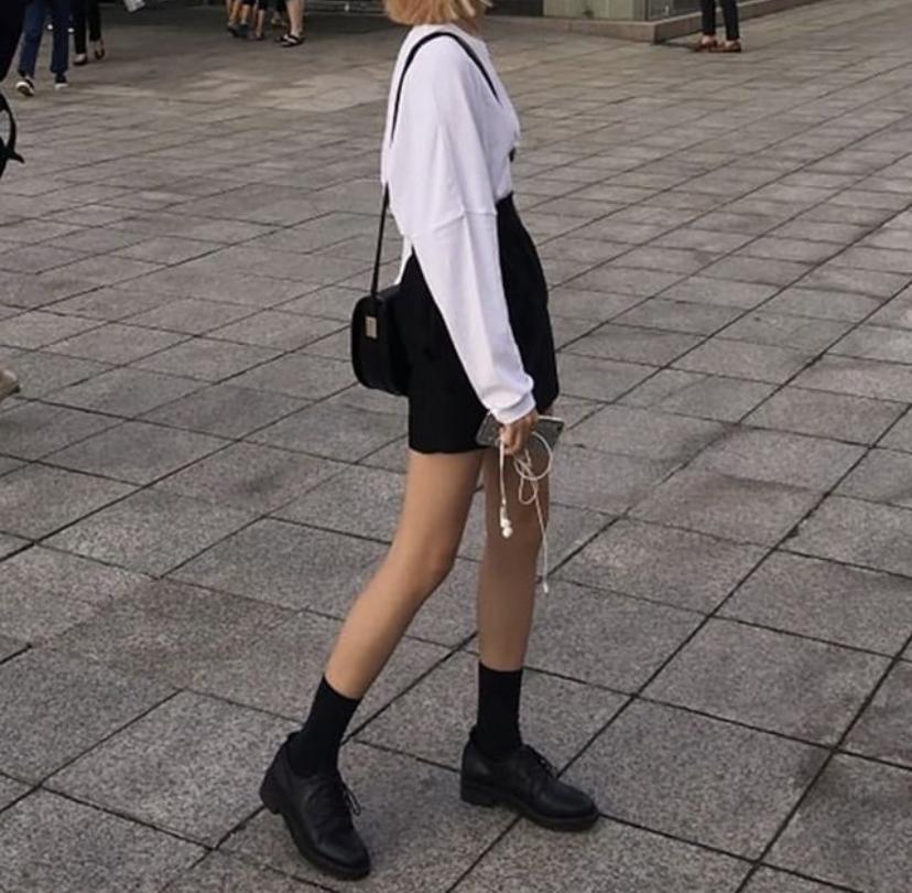 ローファーを使った韓国スクールガール風ファッション